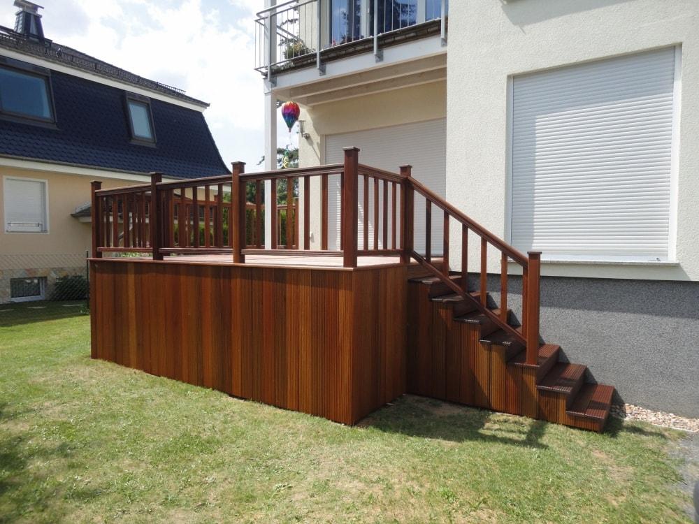 bfb tischlerei berlin terrassenbau hochterrassen aufgest nderte holzterrasse vom profi mit treppen. Black Bedroom Furniture Sets. Home Design Ideas